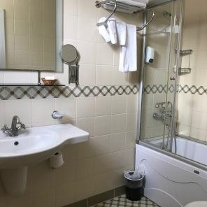 Nice bathroom..